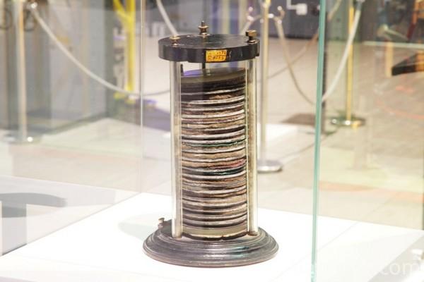 Одна из первых батареек