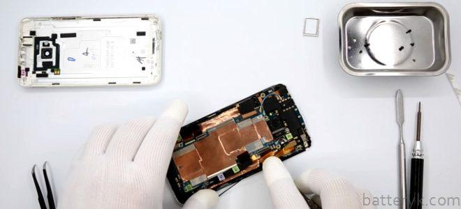Миниатюра к статье Как происходит замена аккумулятора смартфона HTC One M7 и некоторых других моделей